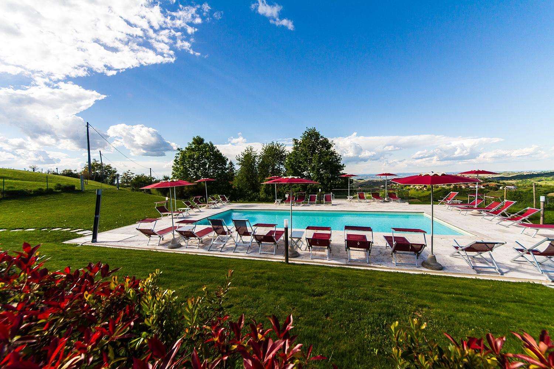 Piscine All Aperto Piemonte albergo con piscina nelle langhe | cà del lupo